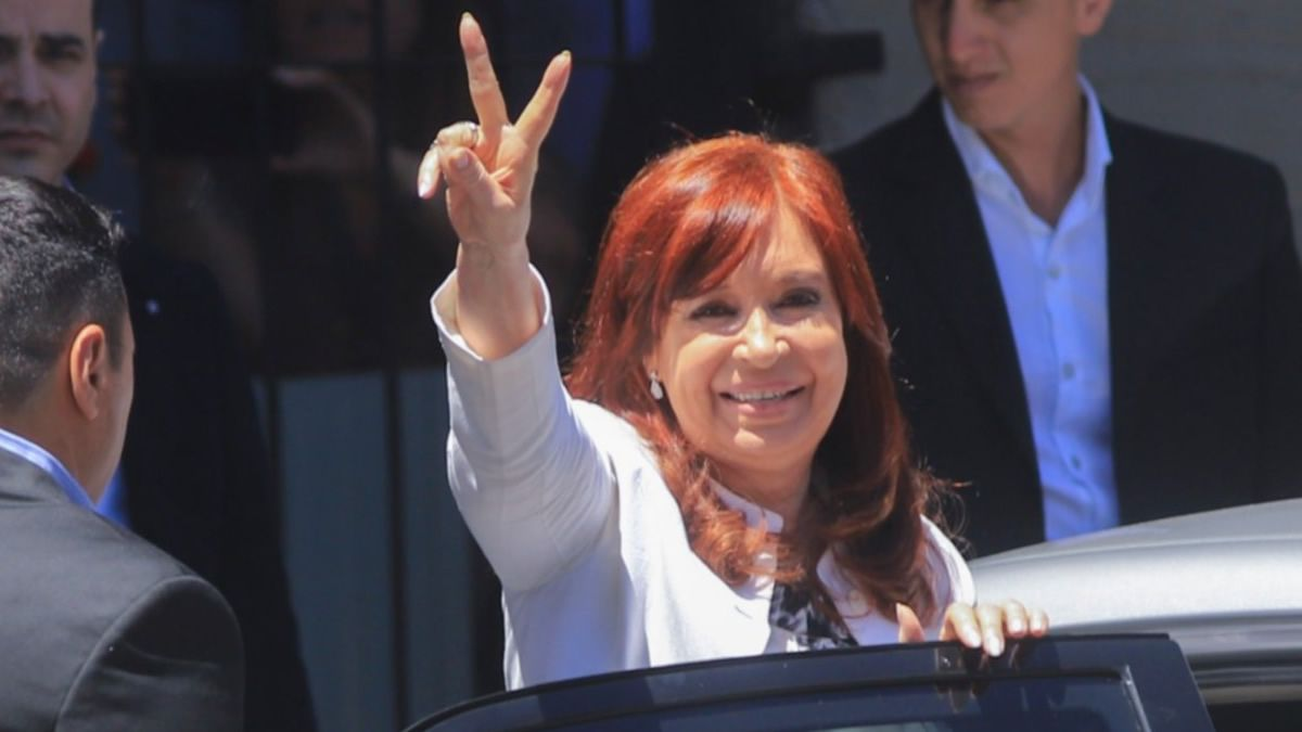 Cristina Kirchner vuelve al país para las sesiones extraordinarias