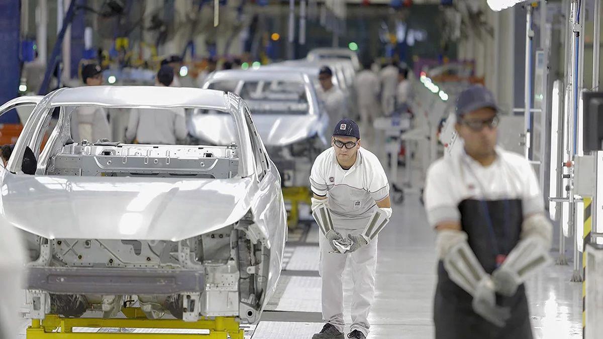 El salario de trabajadores registrados cayó en promedio un 8%