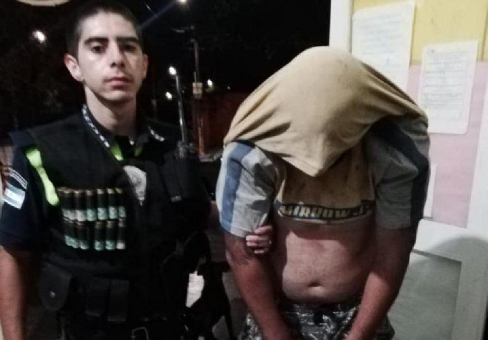 Detienen a un hombre por el robo a taxista: lo atraparon en un baldío
