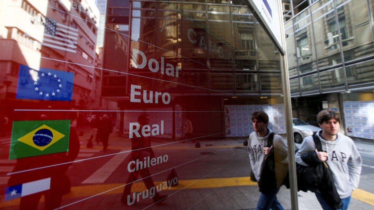 2.600.000 argentinos compraron dólares a pesar de las restricciones