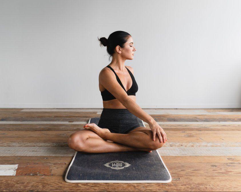 Tres apps con todo lo que debes saber para convertirte en una auténtica yogui.