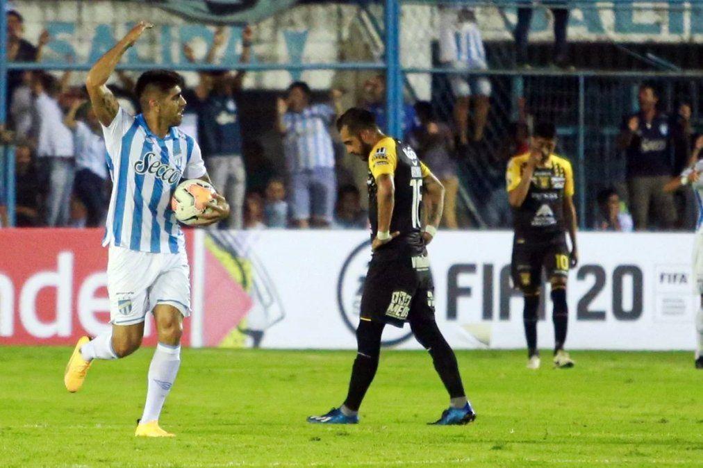 Atlético Tucumán eliminó a The Strongest por penales y avanzó a la siguiente fase