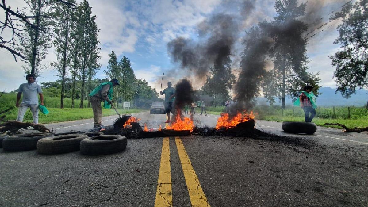 La protesta fue por la suspensión de la cláusula gatillo. Foto Matías Auad La Gaceta