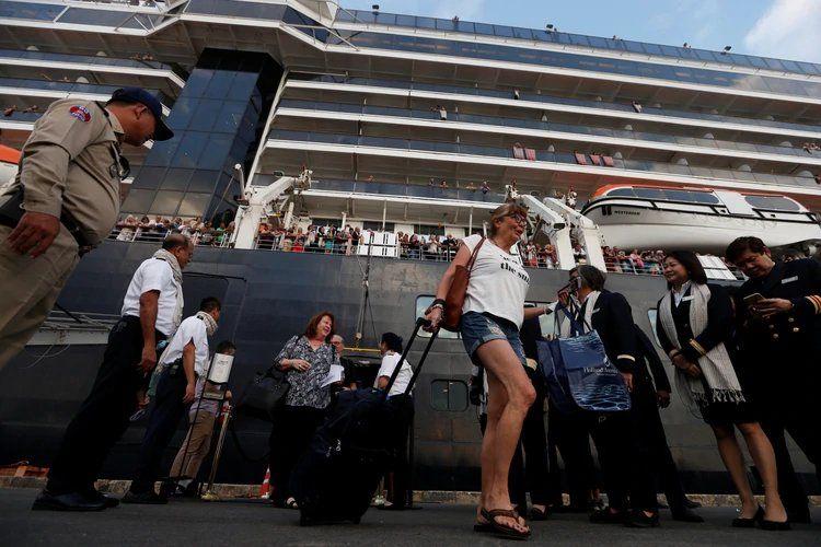 Coronavirus: Camboya recibe a pasajeros del crucero rechazado por varios países