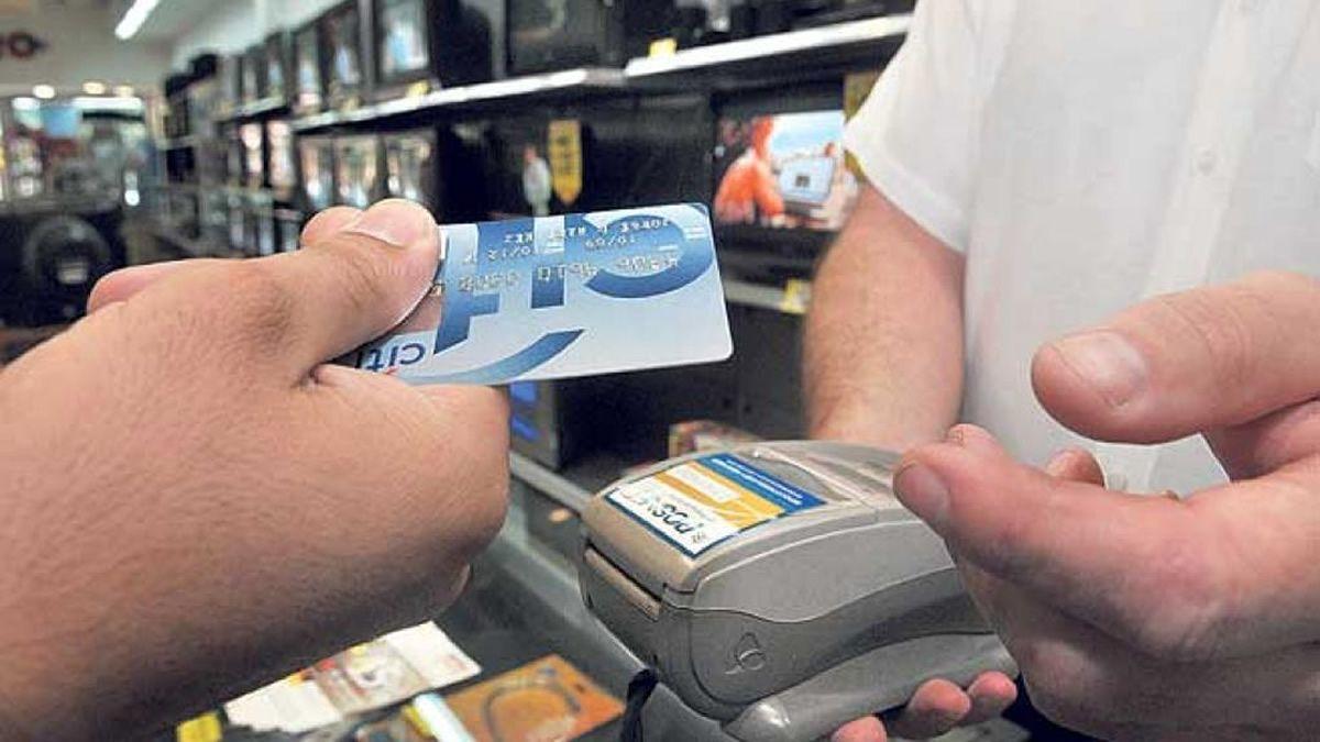El Banco Central prevé limitar las tasas de las tarjetas de crédito