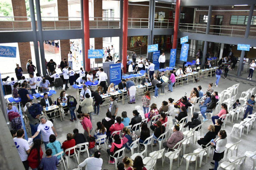 En la primera semana de entrega hubo una importante concurrencia de beneficiarios. Foto Diego Trejo.