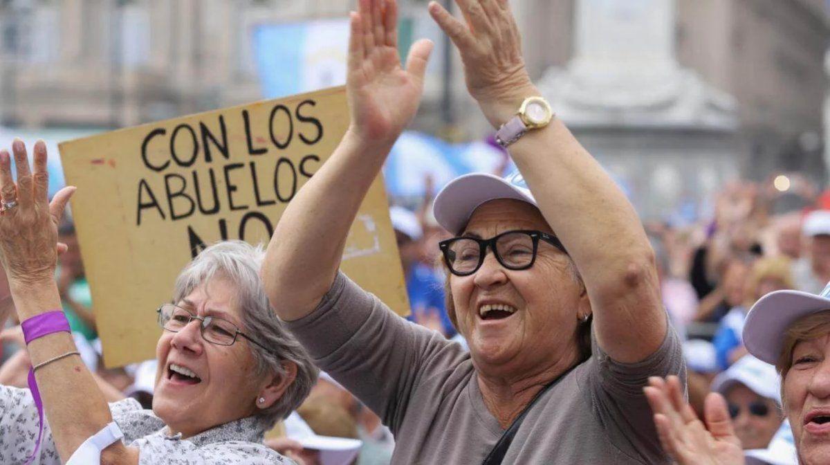 Jubilados tucumanos accionarán judicialmente contra el aumento