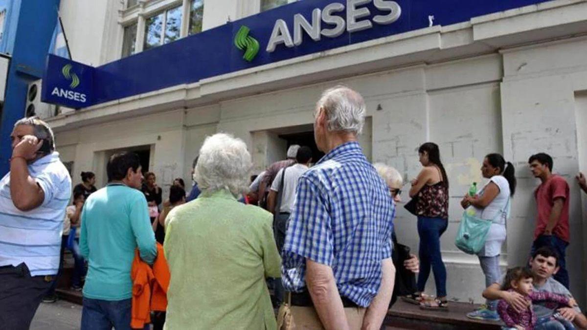 Los jubilados recibirían otro bono en efectivo antes de junio