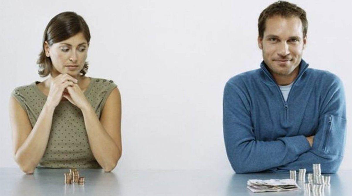 Los hombres siguen cobrando más que las mujeres