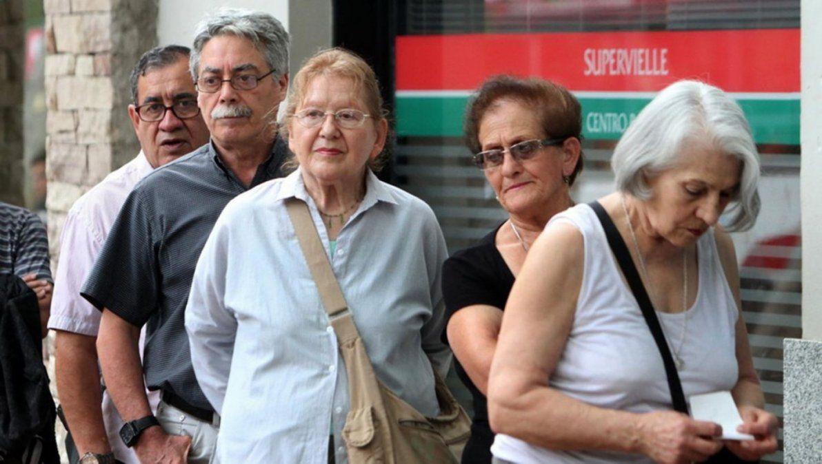 La acción es colectiva y cubre a todos los jubilados afectados.