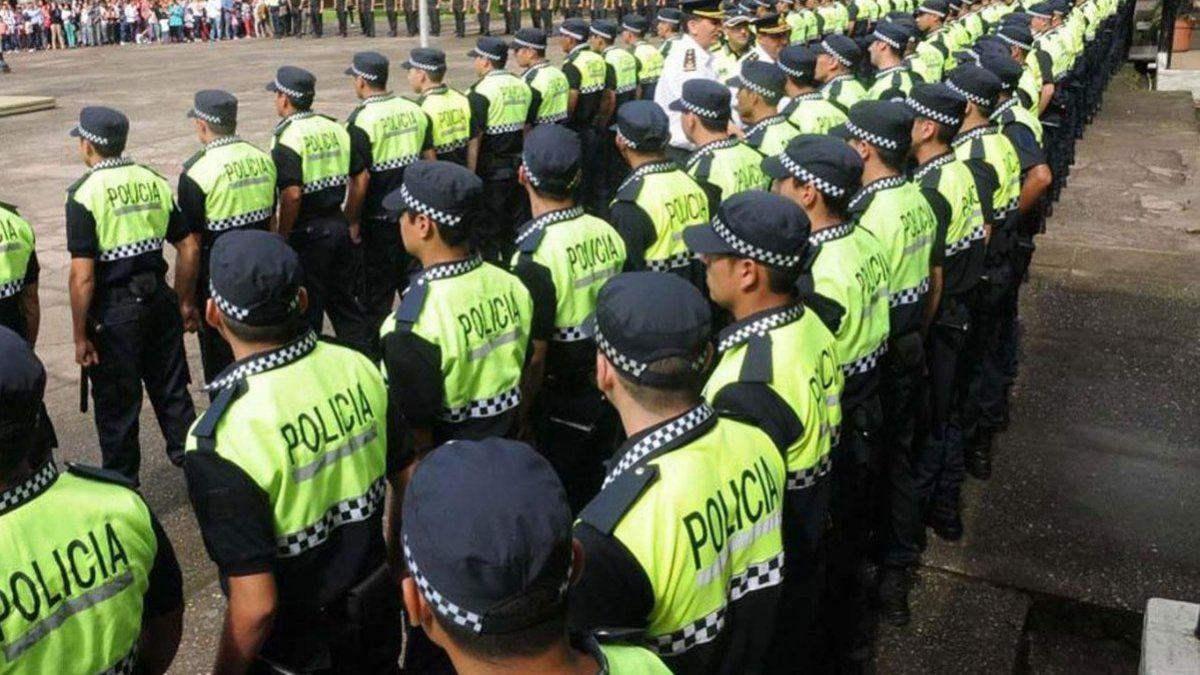 Desfilaba en los corsos de Bella Vista vestido de Policía y fue detenido