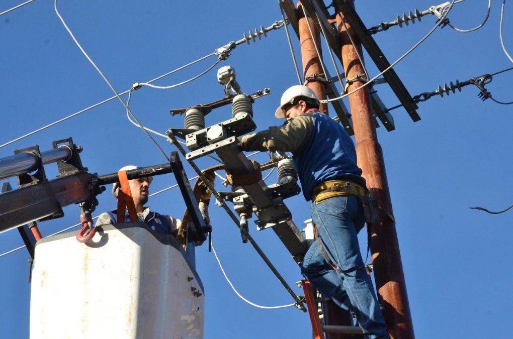 Empresarios aguardan por una total desdolarización de la electricidad
