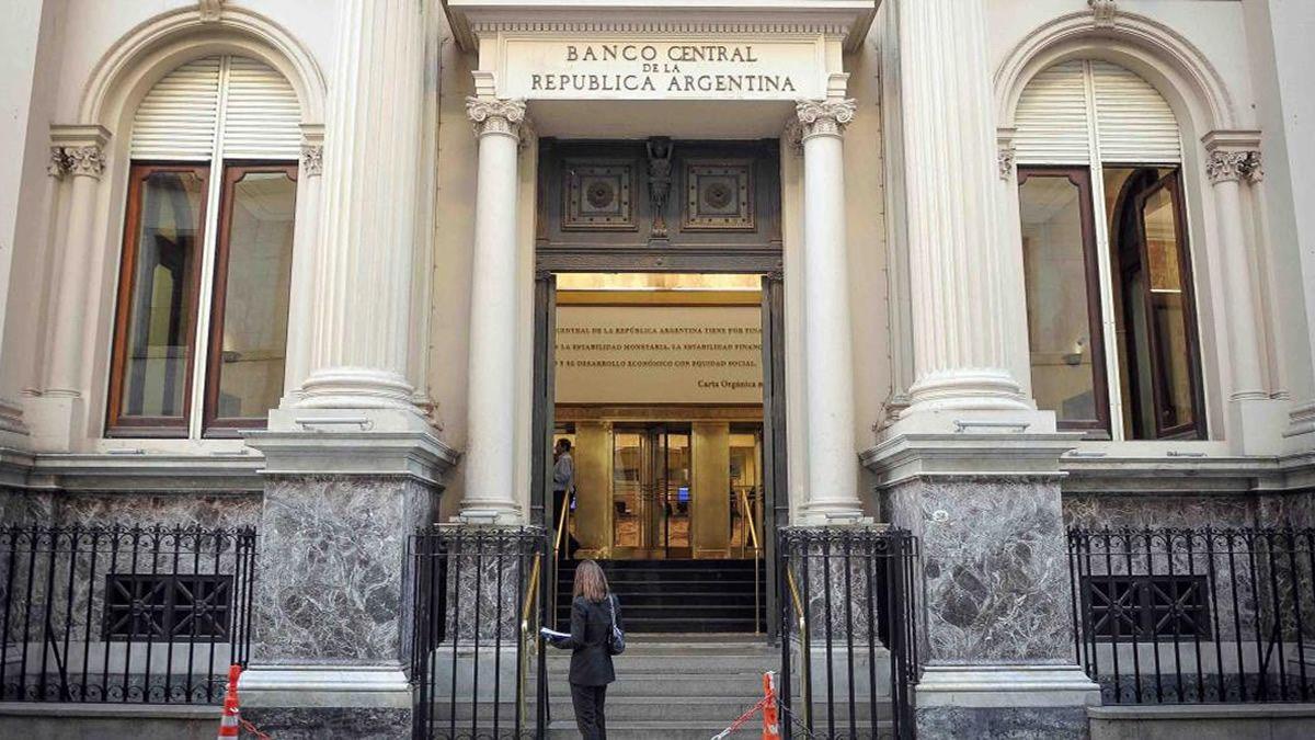 El Banco Central anunció que reabre el clearing bancario