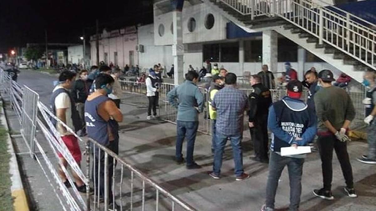 Cuarentena: cientos de personas en inmediaciones de bancos