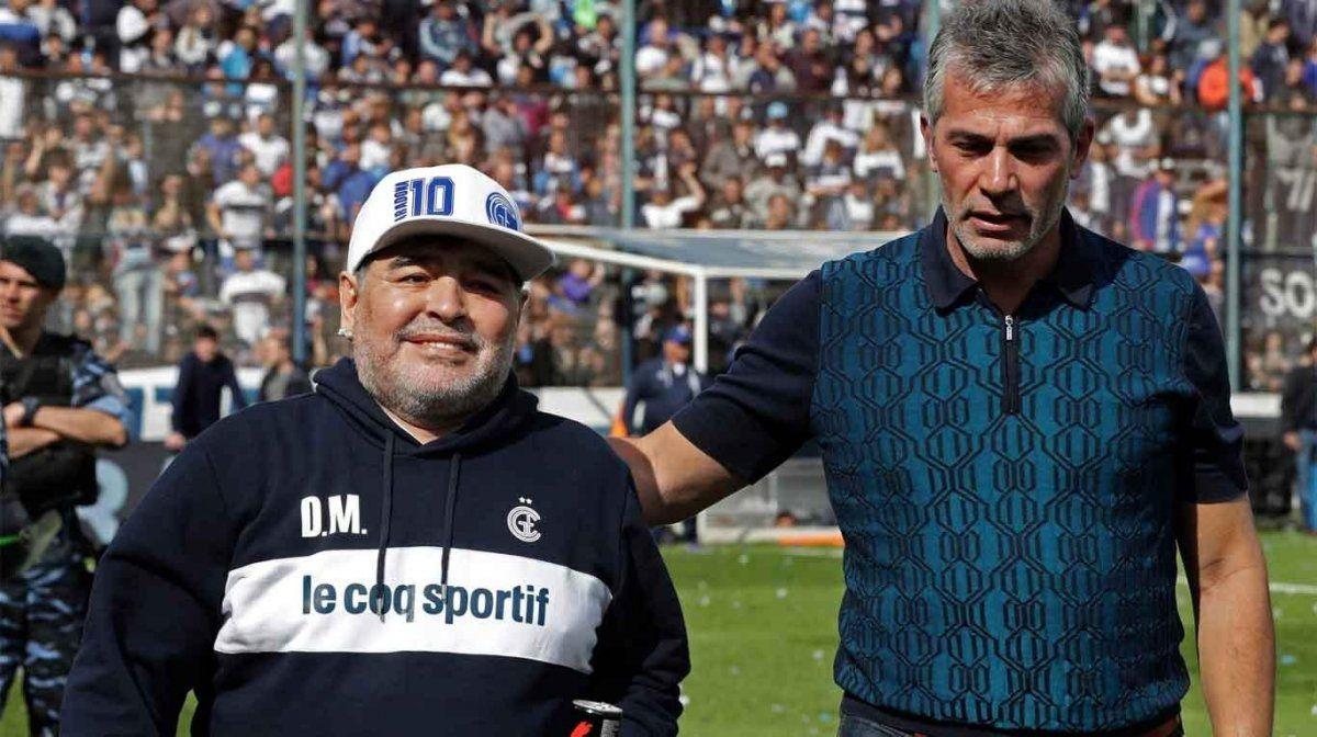 Maradona el el técnico de Gimnasia de La Plata.