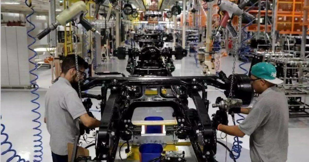 300.000 empresas recibirán en junio el aporte salarial ATP