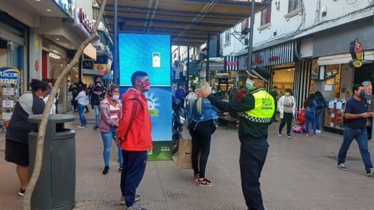 La Policía destaca el cumplimiento de los comerciantes