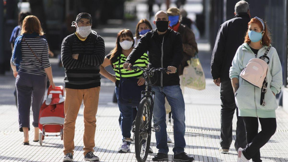 Récord de contagios en un día: hubo 904 casos en el país
