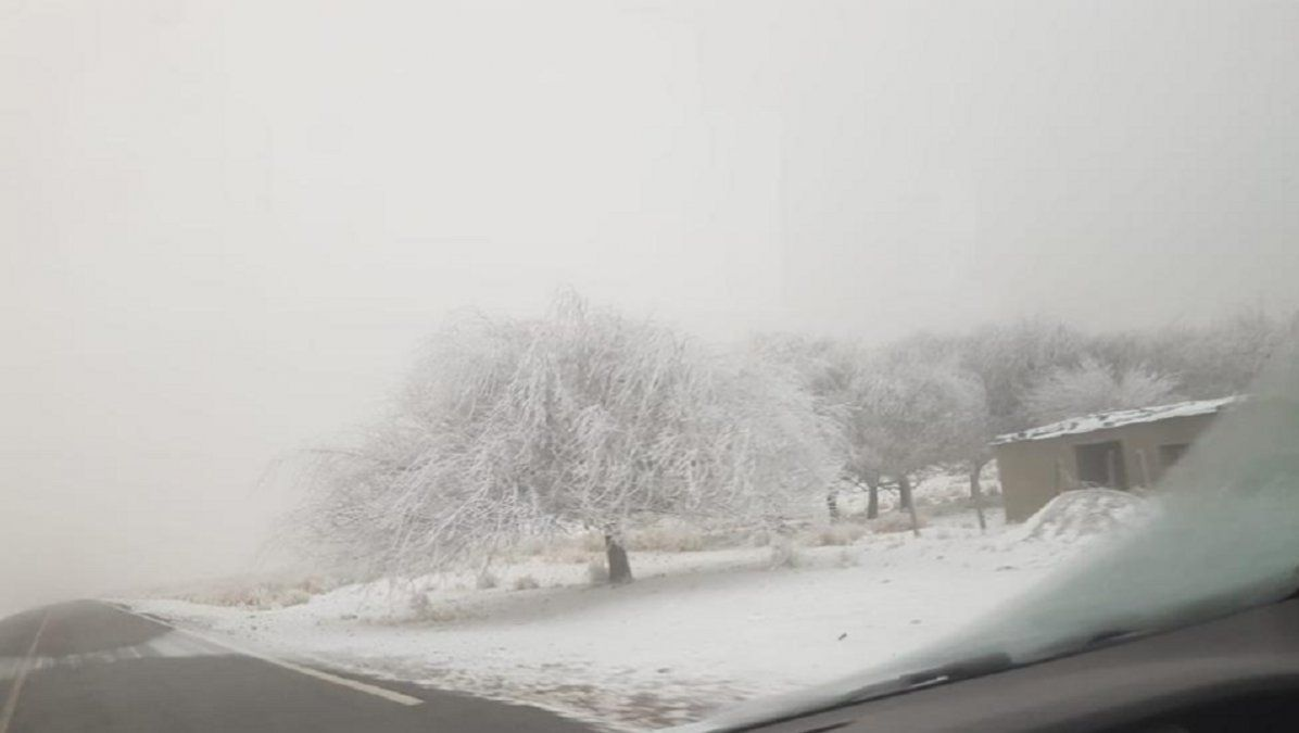 Se tiñe de blanco Tafí del Valle por las nevadas.