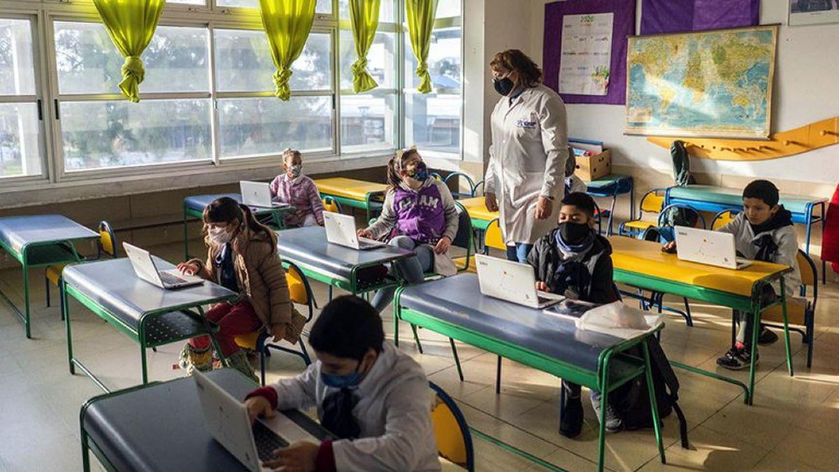 Uruguay: 256 mil alumnos vuelven a clase en Montevideo