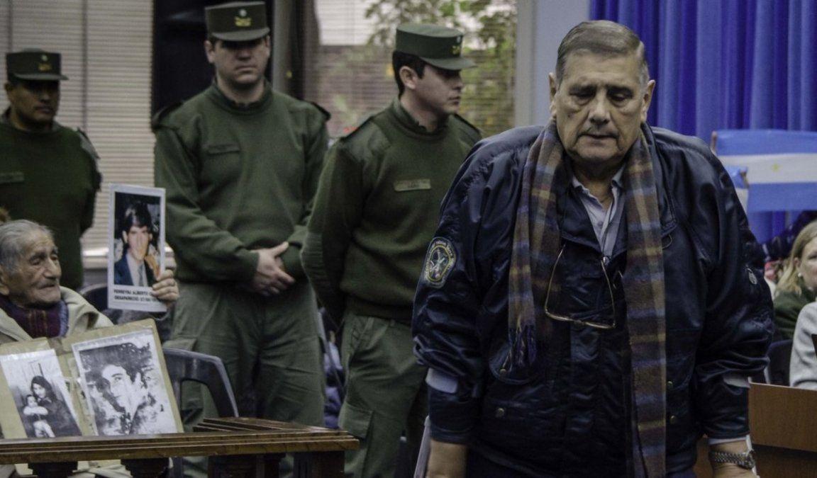 Luis De Cándido fue visto en un super violando el arresto domiciliario