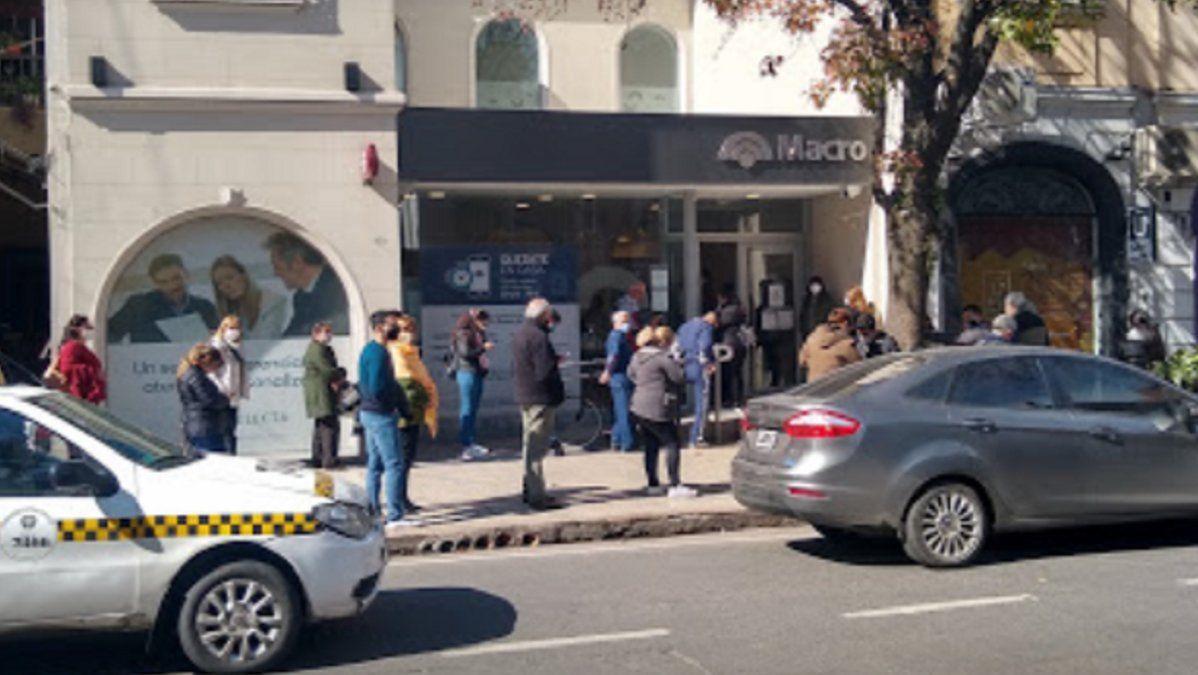 Banco Macro de Barrio Norte cerró como medida de prevención