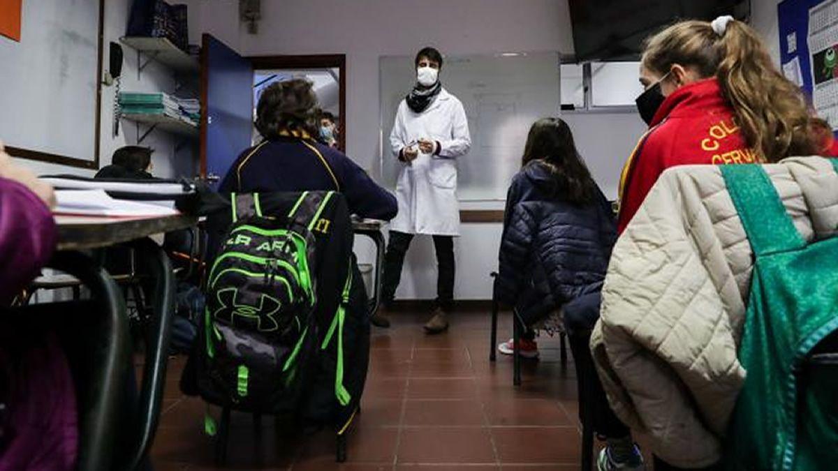 Uruguay: aumentarán en agosto las clases presenciales