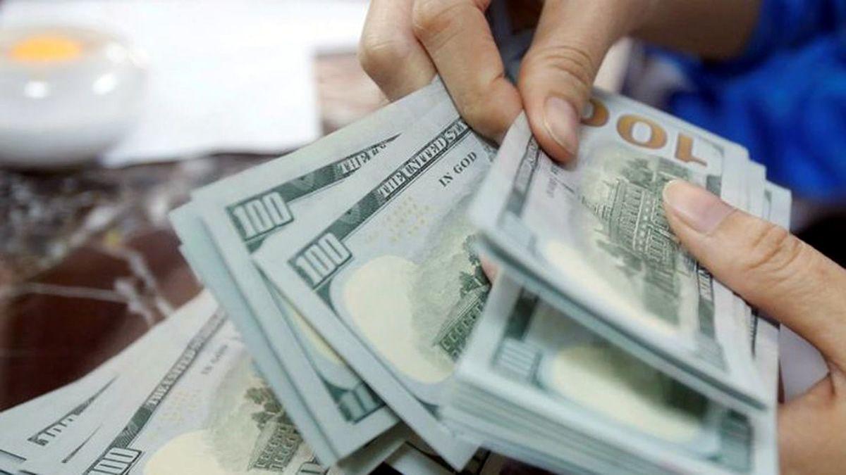 bloquean cuentas por aumento de transferencias de dólares