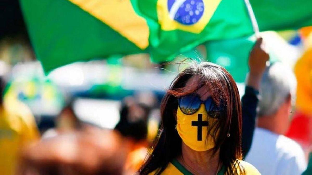Coronavirus en Brasil: El país suma casi 2 millones de casos