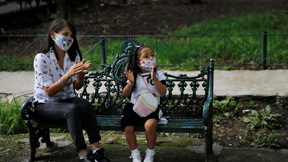 Un niño tiene hasta 100 veces más carga viral que un adulto