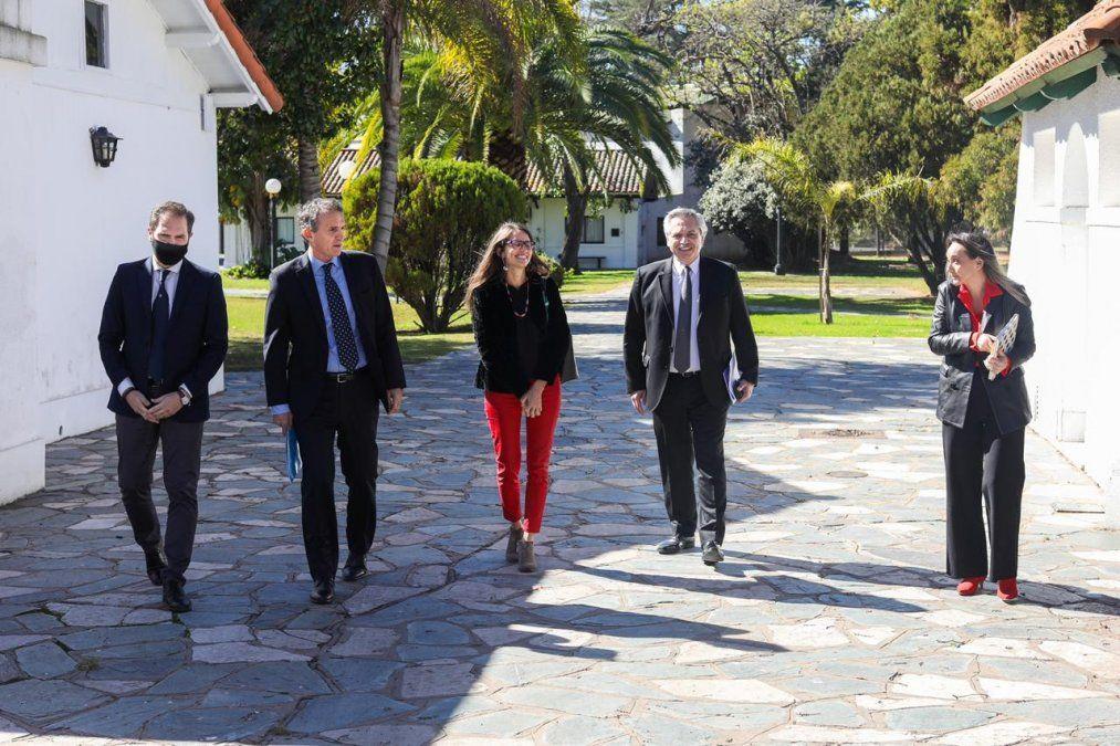 Alberto Fernández apuesta a un mayor cuidado de la mujer