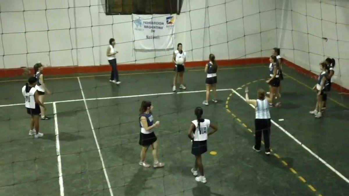 El netball es un deporte similar al cestoball.