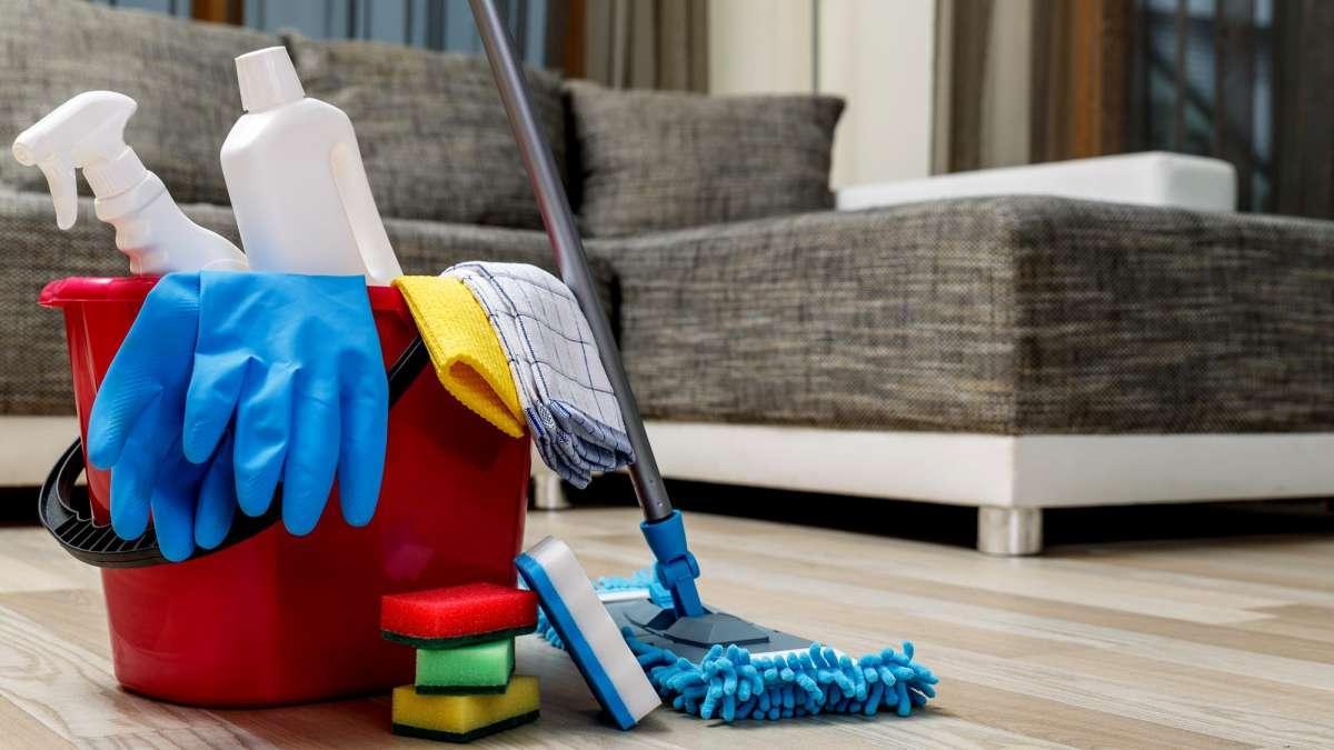 Una empleada doméstica percibirá un aumento del 8% desde febrero.