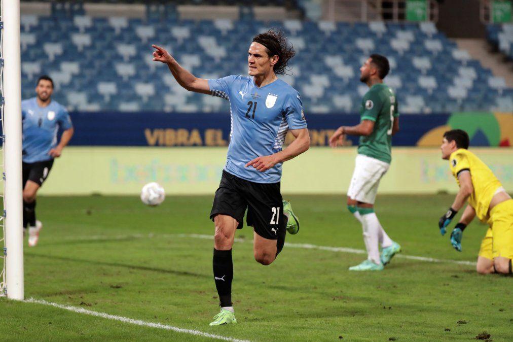 Uruguay superó 2-0 a Bolivia y se metió en los cuartos de final