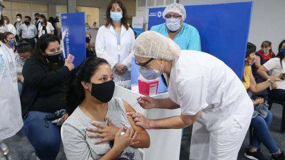 Vacunación en Tucumán: abren inscripción para jóvenes de 25 a 29