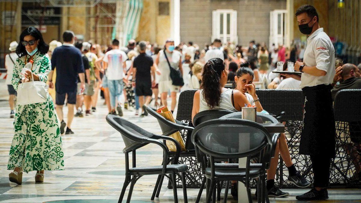 Italia exigirá el certificado covid a empleados públicos y privados.