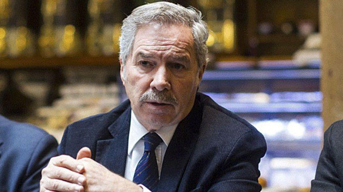 Felipe Solá manifestó su preocupación por el retraso de la llegada de vacunas AstraZeneca al país.
