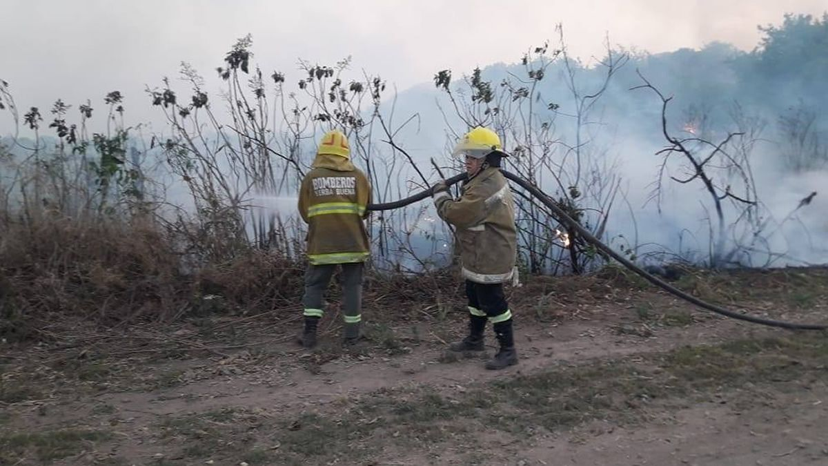 Controlaron un incendio en la zona de la escuela de La Rinconada