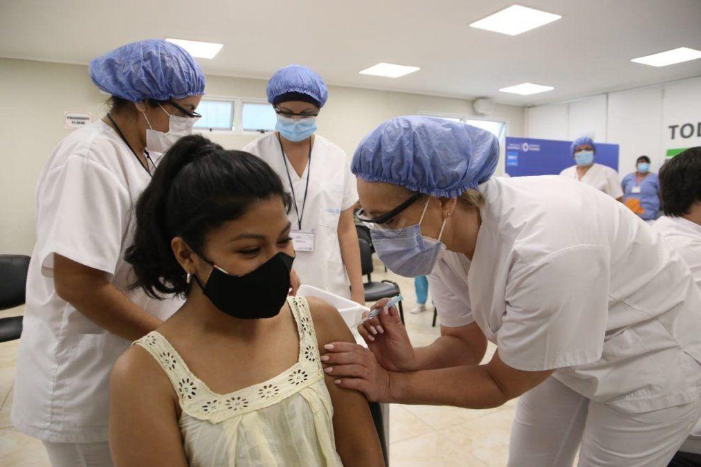 Habilitan vacunación a mayores de 18 con comorbilidades