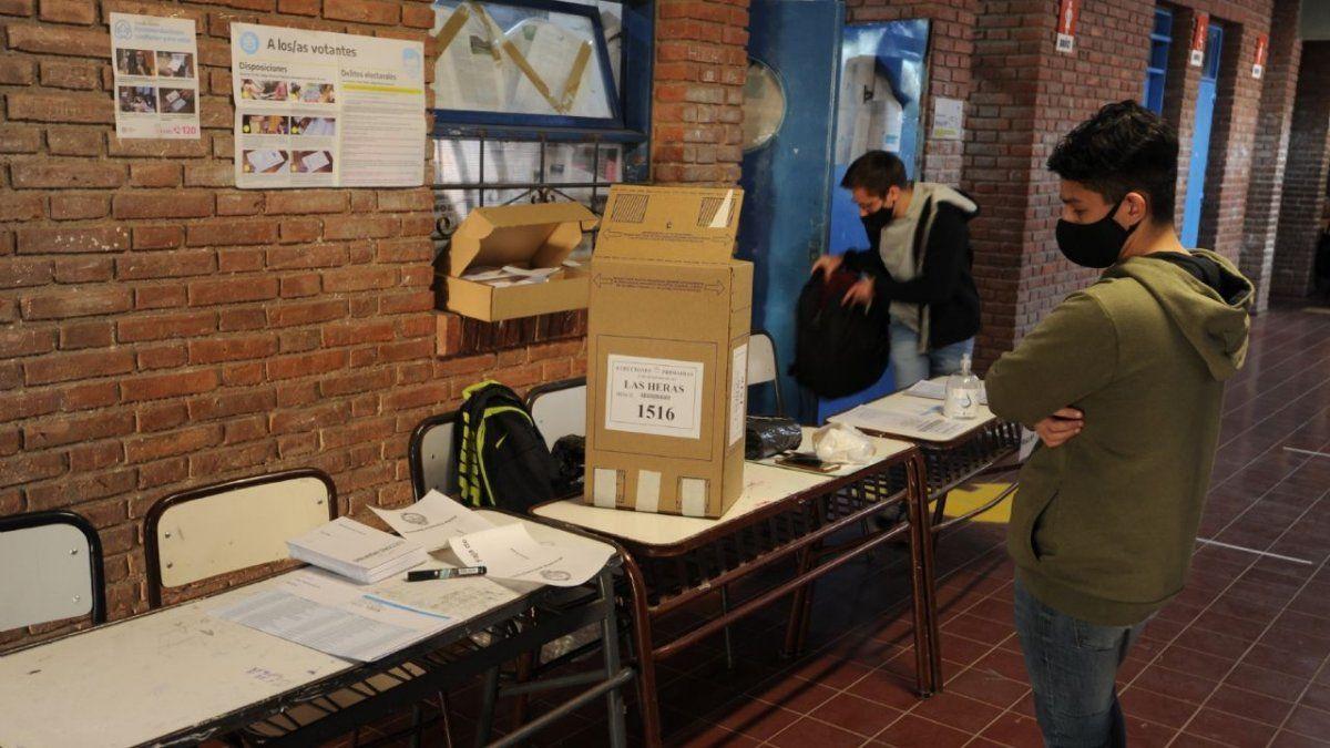 En el Conurbano hubo una numerosa ausencia de presidentes de mesa en las escuelas. Foto: mdzol.com