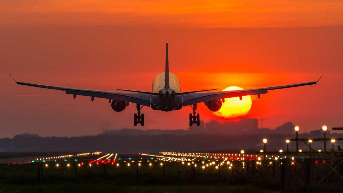 Aerolíneas empiezan a suspender los vuelos de octubre