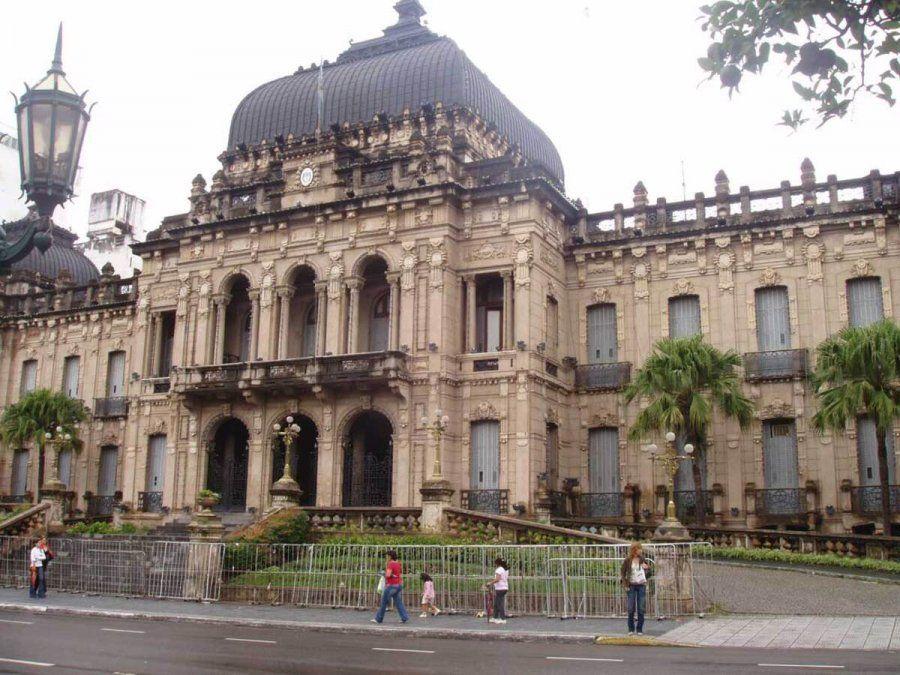 El gobernador Juan Manzur debe pedir una licencia a la Legislatura para asumir como Jefe de Gabinete.