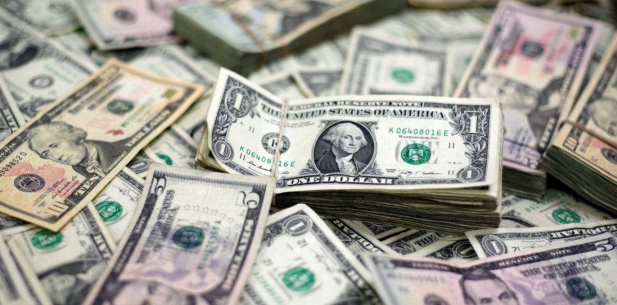 El dólar blue continúa bajando.