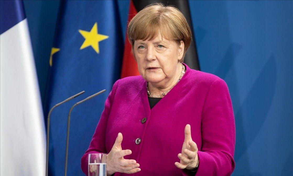 Angela Merkel alertó que se vienen meses difíciles