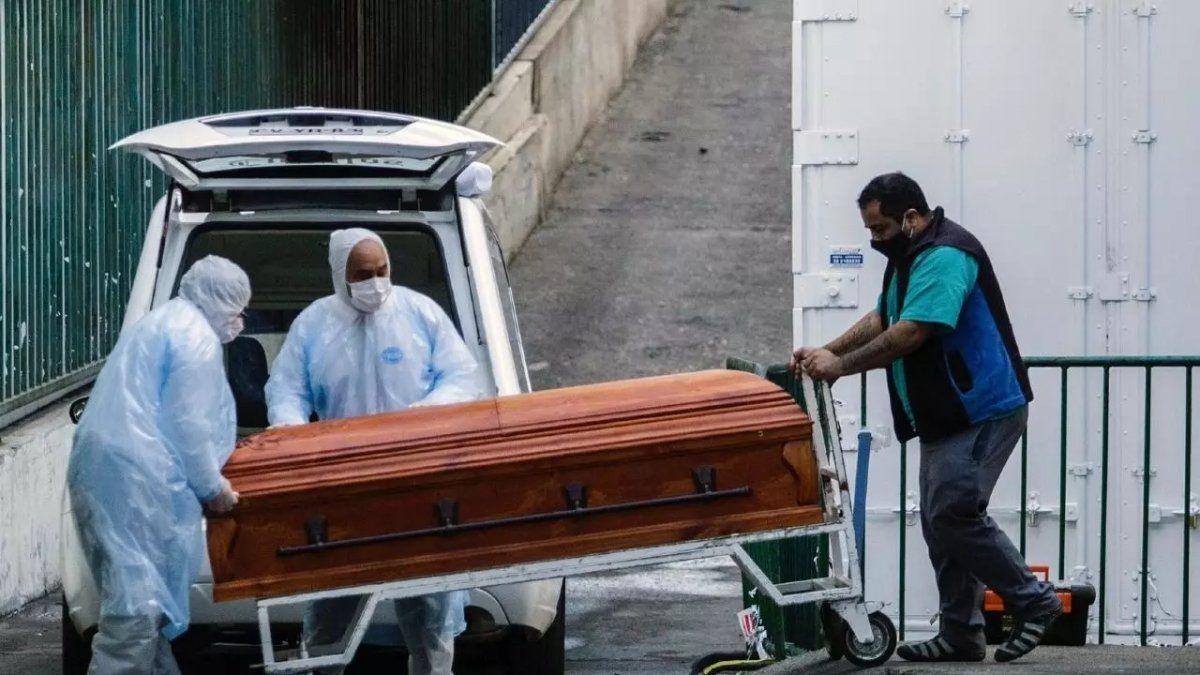 Los muertos en 2021 ya son más que en el 2020 en Chile.