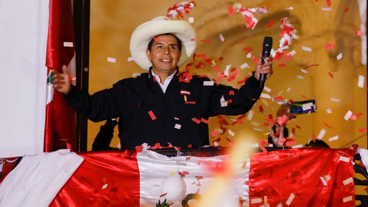 Fernández y Lula felicitaron a Pedro Castillo por su triunfo en Perú.