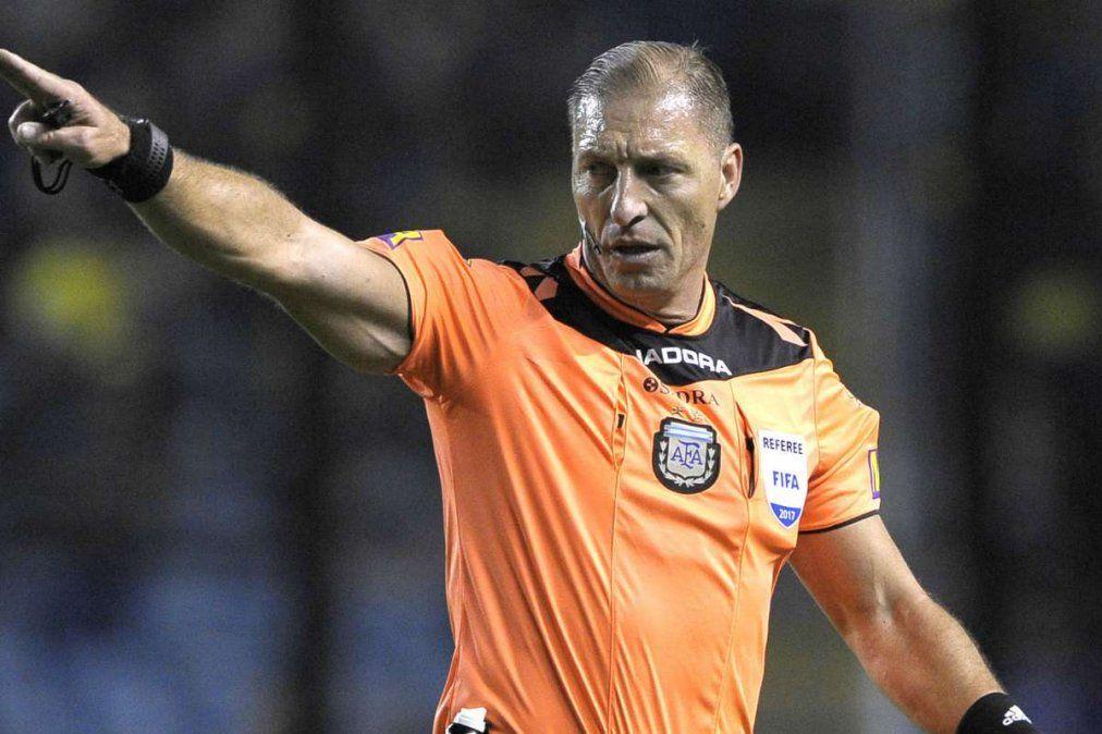 Néstor Pitana será el árbitro principal de la final de la Copa de la Liga.