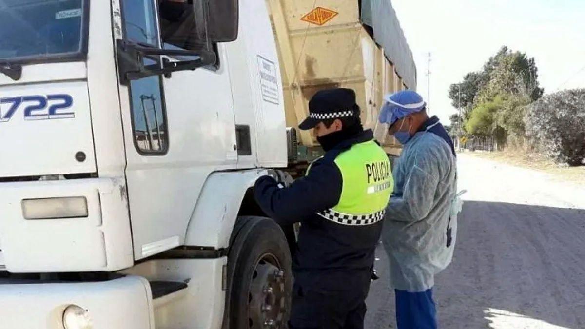 Analizan seis posibles casos de coronavirus de camioneros