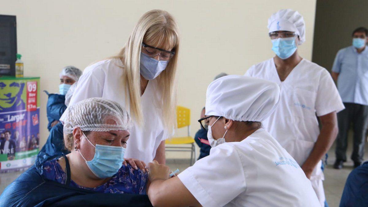 La vacunación docente recibirá 8 mil dosis de la Sinopharm