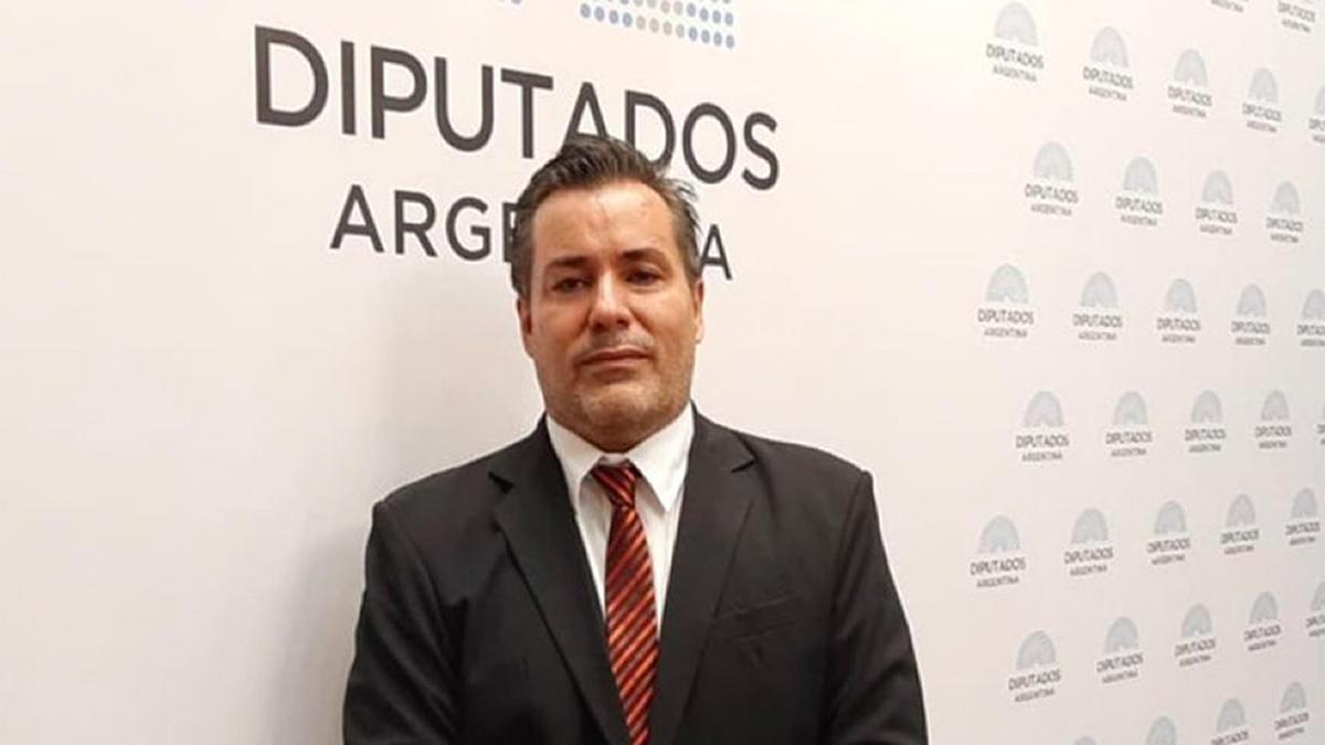 El diputado Juan Ameri se mostró en un acto erótico en plena sesión